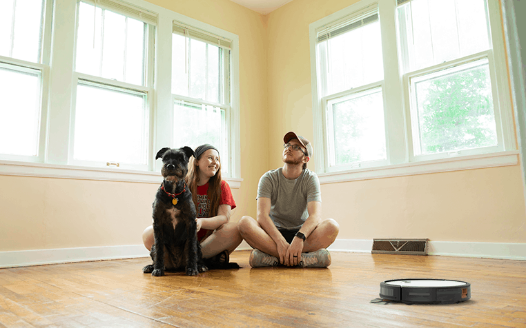 robot vacuum with pets and hardwood floor