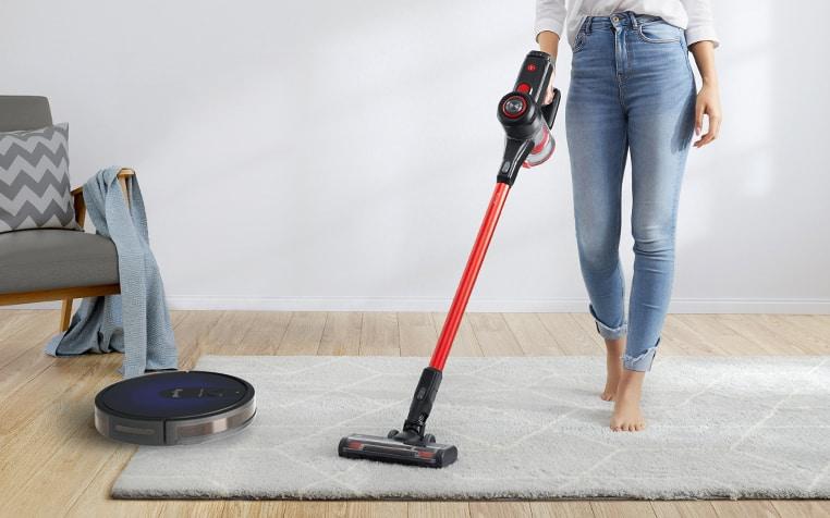 cordless vacuum vs robot vacuum